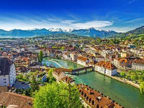 Pilatus Berg und historische Innenstadt von Luzern, Central Sw © gevisions - stock.adobe.com